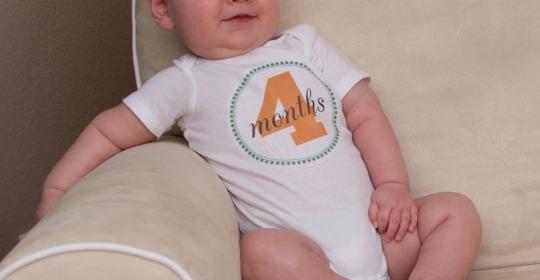 Dezvoltarea bebelusului la 4 luni